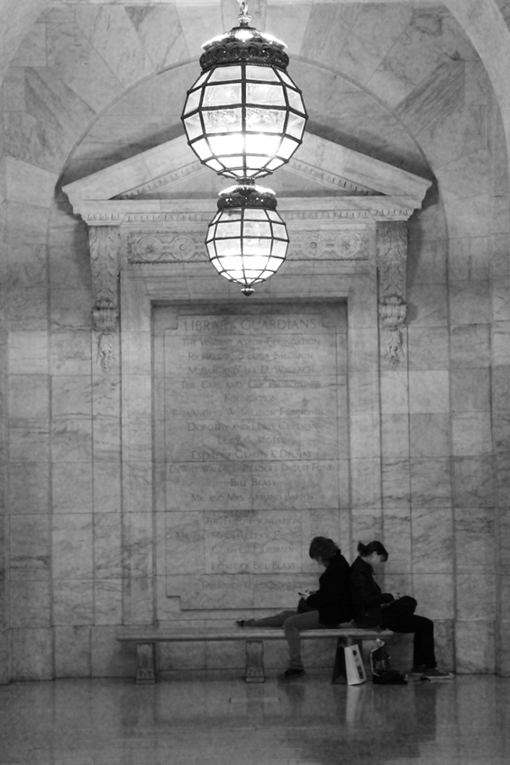 A corner in the library, to sit and enjoy your book with a friend. New York Public Library. Street Photography in New York.