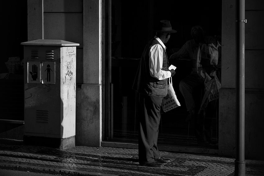 Stop and look - Lisbon Street Photography